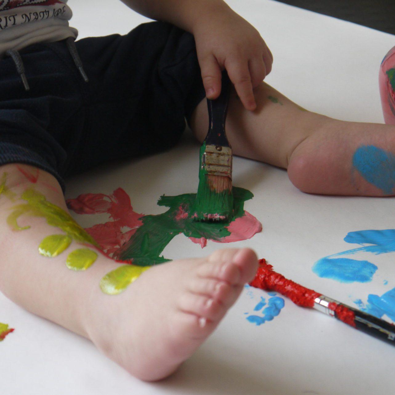bimbo pennelli colori arte